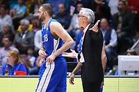 Trainer Gordon Herbert (Fraport Skyliners) und Jonas Wohlfahrt-Bottermann (Fraport Skyliners) - 11.10.2017: Fraport Skyliners vs. Basketball Löwen Braunschweig, Fraport Arena Frankfurt