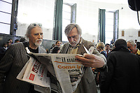"Roma, 25 Marzo 2011.Università La Sapienza .Il movimento ""uniti contro la crisi"" in assemblea per lo sciopero generale del 6 Maggio..Partecipano centri sociali, movimenti per i beni comuni, Fiom, studenti, movimenti per la pace..Nella foto Moni Ovadia e Gino Strada.Rome, 25 March 2011.University La Sapienza.The movement united against the crisis ""in asseblea for the general strike on May 6..Participants: social centers, movements for the common good, Fiom, students, peace movements."