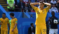 KAZAN - RUSIA, 16-06-2018: Trent Sainsbury  jugador de Australia luce decepcionado después del partido de la primera fase, Grupo C, en Kazan Arena, Kazán, entre Francia y Australia por la Copa Mundo FIFA 2018 Rusia. / Trent Sainsbury player of Australia looks disappointed after the match of the first stage - Group C, Kazan Arena in Kazan, between France and Australia as part of the 2018 FIFA World Cup Russia. Photo: VizzorImage / Julian Medina / Cont