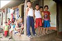 2006- Népal- Sur la route de Bhaktapur, Famille.