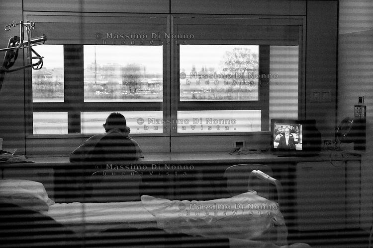 Milano: reparto di malattie infettive dell'Ospedale Sacco.<br /> Una donna ricoverata per AIDS.<br /> <br /> Milan: Department of Infectious Diseases Sacco Hospital. <br /> a woman suffering from AIDS