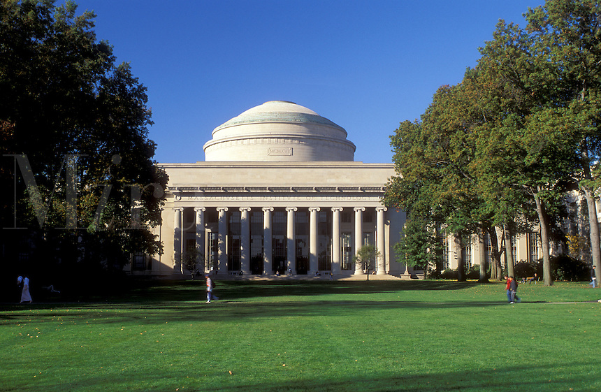 college, MIT, Cambridge, MA, Massachusetts, Building on the campus of Massachusetts Institute of Technology in Cambridge in the fall.
