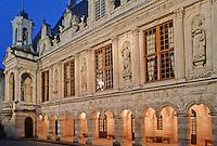 France/17/Charente Maritime/La Rochelle: Hotel de ville, la cour - style Renaissance