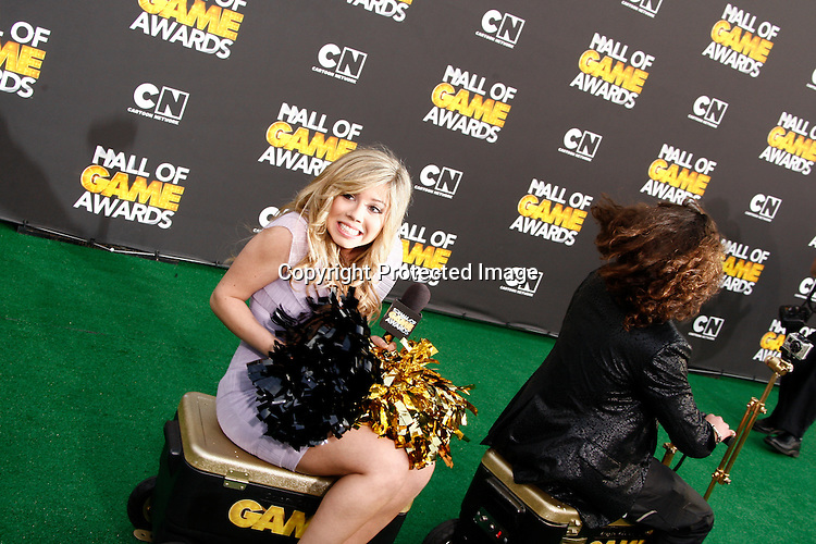 SANTA MONICA, CA - FEB 18: Jennette McCurdy; Jackson Rogow at the 2012 Cartoon Network Hall of Game Awards at Barker Hangar on February 18, 2012 in Santa Monica, California
