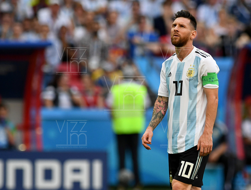 KAZAN - RUSIA, 30-06-2018: Lionel MESSI (C) jugador de Argentina luce decepcionado después del partido de octavos de final entre Francia y Argentina por la Copa Mundial de la FIFA Rusia 2018 jugado en el estadio Kazan Arena en Kazán, Rusia. / Lionel MESSI (C) player of Argentina looks disappointed after the match between France and Argentina of the round of 16 for the FIFA World Cup Russia 2018 played at Kazan Arena stadium in Kazan, Russia. Photo: VizzorImage / Julian Medina / Cont