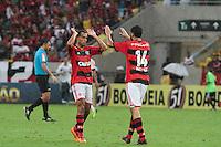 RIO DE JANEIRO, RJ, 24.11.2013 -  Jogadores do Flamengo comemoram a vitória contra o Corinthians, neste domingo, pela trigésima sexta rodada do Campeonato Brasileiro no Maracanã. (Foto. Néstor J. Beremblum / Brazil Photo Press).