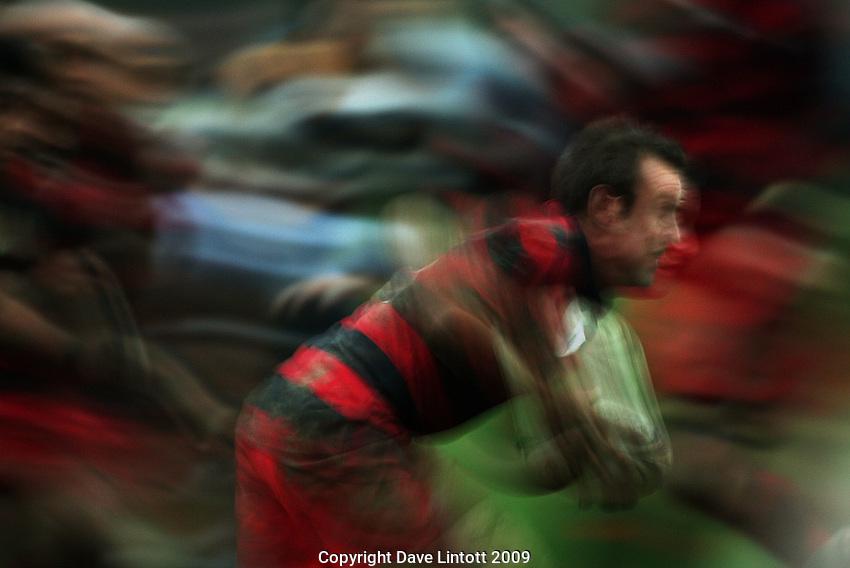 Poneke halfback Brad Faulkner breaks from a ruck..Wellington Club Rugby - Swindale Shield, Poneke v Oriental-Rongotai at Kilbirnie Park, Wellington, Saturday, 23 May 2009. Photo: Dave Lintott/lintottphoto.co.nz