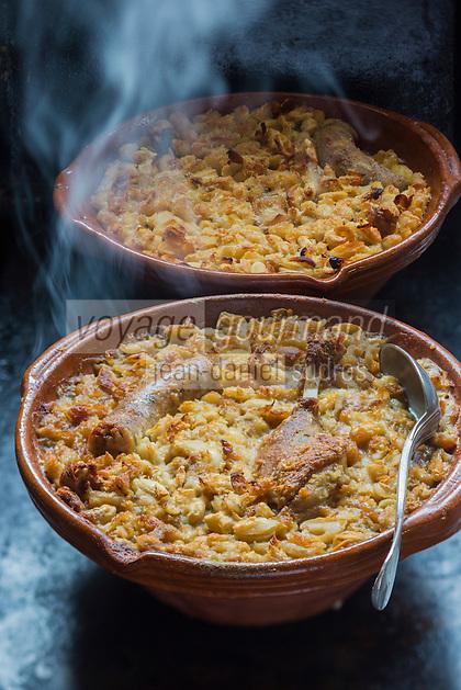 France, Aude (11), Castelnaudary, Cassoulet de Castelnaudary,  recette du restaurant: Le Clos fleuri  //France, Aude, Castelnaudary, Castelnaudary cassoulet, recipe restaurant: Le Clos fleuri