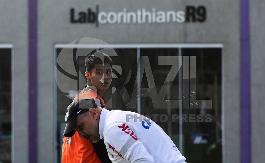SAO PAULO, SP, 04 JUNHO DE 2013 - TREINO DO CORINTHIANS - Zizao jogador do Corinthians durante treino na manha desta terca-feira, 04 no CT Joaquim Grava regiao leste da cidade de Sao Paulo. FOTO: VANESSA CARVALHO - BRAZIL PHOTO PRESS.