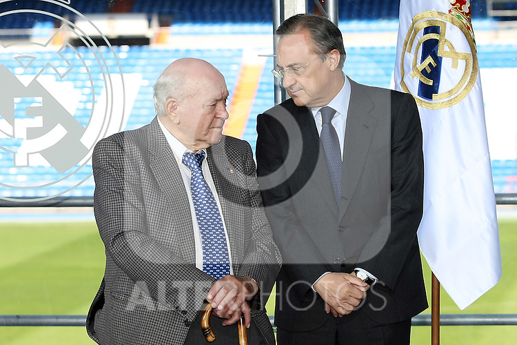 Real Madrid's Presindent Florentino Perez with the Honor President Alfredo Di Stefano (l).June 2 2009. (ALTERPHOTOS/Acero).