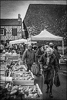 France, Calvados (14), Pays d'Auge, Dives-sur-Mer, jour de marché    //  France, Calvados, Pays d'Auge, Dives sur Mer, market day