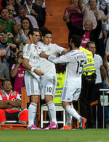 MADRID - ESPAÑA - 23-09-2014: Los jugadores de Real Madrid celebran el gol anotado al Eche  durante partido de la Liga de España, Real Madrid y Elche en el estadio Santiago Bernabeu de la ciudad de Madrid, España.  /The players of Real Madrid celebrate a scored goal to Elche during a match between Real Madrid and Elche for the Liga of Spain in the Santiago Bernabeu stadium in Madrid, Spain Photo: Asnerp / Patricio Realpe / VizzorImage.