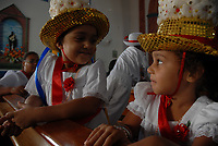 Centenas de homens e mulheres se vestem com a tradicional roupa de marujo  durante a Marujada em comemoração a São Benedito.<br /><br />Comemorado pelos negros  a mais de duzentos anos, São Benedito, o santo preto, recebe homenagem de marujos e marujasna manhã da procissão que homenageia o santo.<br />Bragança, Pará, Brasil.<br />Paulo Santos/Interfoto<br />26/12/2009
