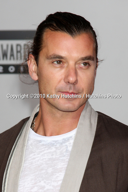 LOS ANGELES - NOV 21:  Gavin Rossdale arrives at the 2010 American Music Awards at Nokia Theater on November 21, 2010 in Los Angeles, CA