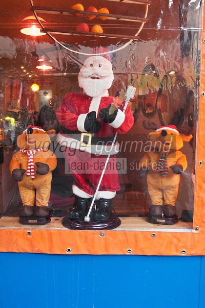 Europe/France/Ile de France/75011/Paris:Détail vitrine d'un petit restaurant à Noël - Rue Oberkampf,