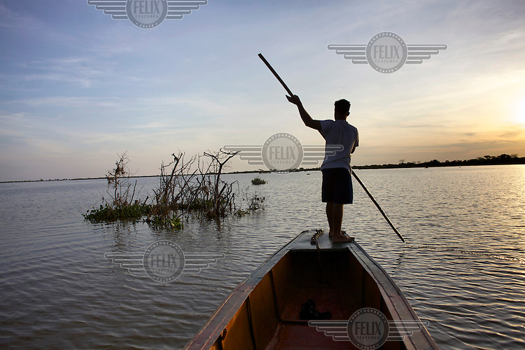 A man punts a boat on a marsh close to Mompox, on the Magdalena River. /Felix Features