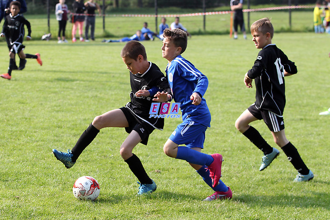 BRACKNELL TOWN ROBINS v MERIDIAN VALLEY RANGERS<br /> U10 GROUP MATCH<br /> THAMESMEAD SUMMER FESTIVAL OF FOOTBALL 2016<br /> SATURDAY 28TH MAY 2016<br /> BAYLISS AVENUE