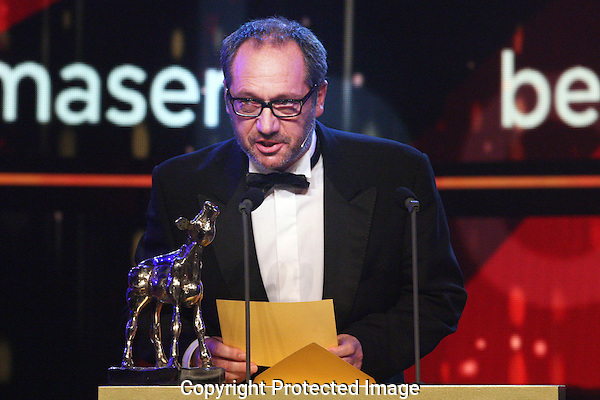 20121005 - Utrecht - Foto: Ramon Mangold - Nederlands Film festival, NFF 2012, Gala van de Nederlandse FIlm. Uitreiking Gouden Kalf voor Beste Televisiedrama door Gijs Scholten van Aschat.