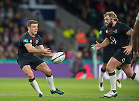 Twickenham, United Kingdom.  George FORD, passes the ball in to Joe MARLER line, during the Old Mutual Wealth Series Rest Match: England vs Fiji, at the RFU Stadium, Twickenham, England, Saturday  19/11/2016<br />