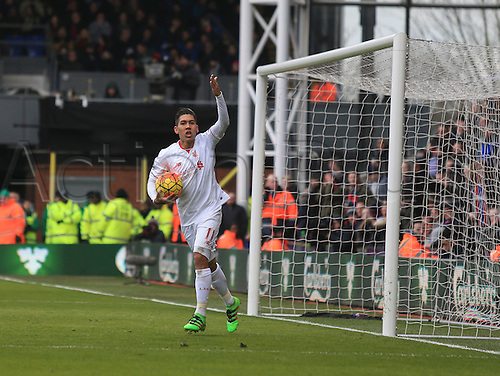 06.03.2016. Selhurst Park, London, England. Barclays Premier League. Crystal Palace versus Liverpool. Roberto Firmino of Liverpool celebrates his goal which made it 1-1.