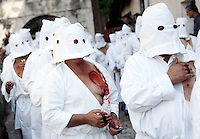 I Battenti si percuotono il petto con spugne di sughero ricoperte di spilli durante la processione conclusiva dei Riti Settennali dedicati alla Vergine Assunta a Guardia Sanframondi, 22 agosto 2010..Hooden penitents (Battenti) hit their breast with cork sponges covered of pins, as they take part in the procession closing the septennial rites in honour of the Virgin Assunta, in the village of Guardia Sanframondi, southern Italy, 22 august 2010..UPDATE IMAGES PRESS/Riccardo De Luca