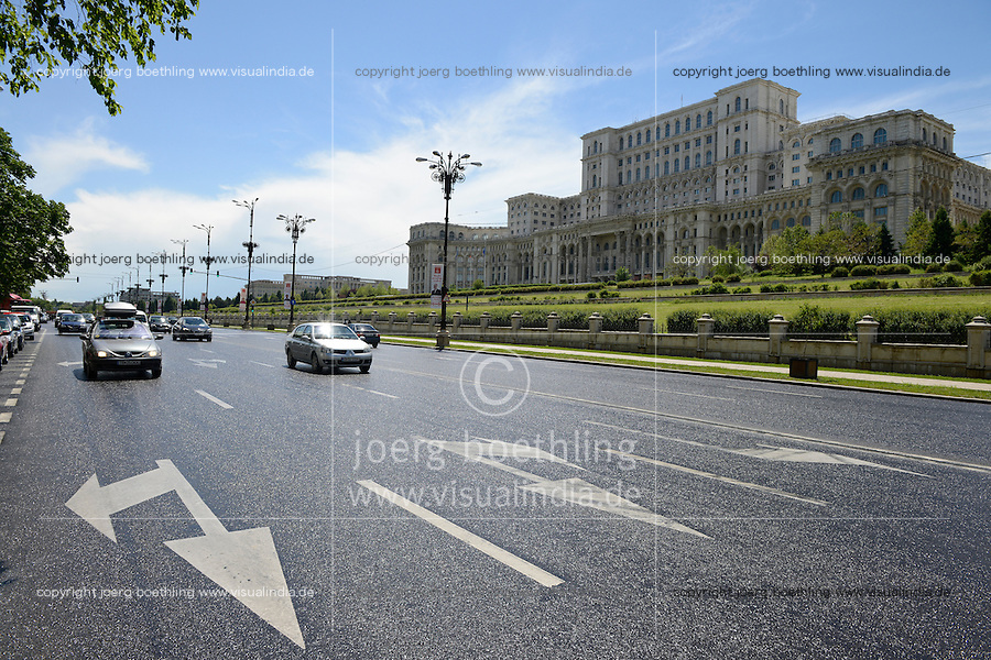 ROMANIA Bucharest, parliament palace, former palace of the peoples, build during Nicolae Ceaușescu from 1983 to 1989 / RUMAENIEN Bukarest, Parlamentspalast, Palast des Volkes, den Nicolae Ceaușescu 1983-1989 bauen liess
