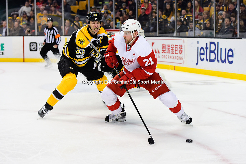 Tuesday, January 24, 2017: Detroit Red Wings left wing Tomas Tatar (21) and Boston Bruins defenseman Zdeno Chara (33) in game action during the National Hockey League game between the Detroit Red Wings and the Boston Bruins held at TD Garden, in Boston, Mass. Boston defeats Detroit 4-3 in overtime. Eric Canha/CSM