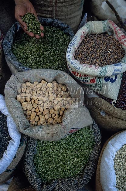 Asie/Inde/Rajasthan/Udaipur: Marché Mandi - Détail étal de lentilles