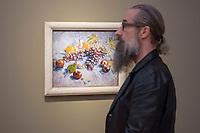 """Ausstellung """"Van Gogh. Stillleben"""" im Potdamer Museum Barberini.<br /> Die Ausstellung versammelt in einer repraesentativen Auswahl 27 Gemaelde. Von den in dunklen Erdtoenen gehaltenen Studien des Fruehwerks der Jahre 1881–1885 bis zu den in leuchtenden Farben gemalten Obst- und Blumenstillleben, die in den letzten Lebensjahren entstanden.<br /> Im Bild: Das Gemaelde """"Trauben, Zitronen, Birnen und Aepfel"""".<br /> 24.10.2019, Potsdam<br /> Copyright: Christian-Ditsch.de<br /> [Inhaltsveraendernde Manipulation des Fotos nur nach ausdruecklicher Genehmigung des Fotografen. Vereinbarungen ueber Abtretung von Persoenlichkeitsrechten/Model Release der abgebildeten Person/Personen liegen nicht vor. NO MODEL RELEASE! Nur fuer Redaktionelle Zwecke. Don't publish without copyright Christian-Ditsch.de, Veroeffentlichung nur mit Fotografennennung, sowie gegen Honorar, MwSt. und Beleg. Konto: I N G - D i B a, IBAN DE58500105175400192269, BIC INGDDEFFXXX, Kontakt: post@christian-ditsch.de<br /> Bei der Bearbeitung der Dateiinformationen darf die Urheberkennzeichnung in den EXIF- und  IPTC-Daten nicht entfernt werden, diese sind in digitalen Medien nach §95c UrhG rechtlich geschuetzt. Der Urhebervermerk wird gemaess §13 UrhG verlangt.]"""