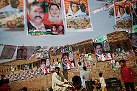 People gather near a polling station in a village near Lahore May 11, 2013. A string of militant attacks cast a long shadow over Pakistan's general election on Saturday, but millions still turned out to vote in a landmark test of the troubled country's democracy.    REUTERS/Damir Sagolj (PAKISTAN)