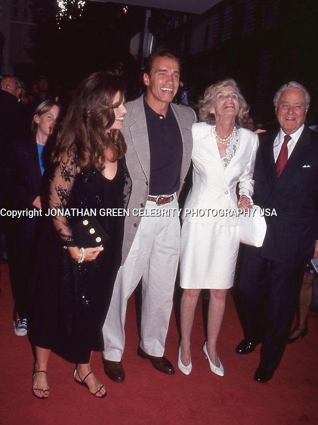 Arnold Schwarzenegger,Maria Shriver,<br /> Eunice Shriver,Sargent Shriver,actor,<br /> celebrity,Kennedy Family,celebrity,<br /> movie star,entertainment,politics