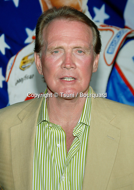 Lee Major arriving at the Talladega Nights Premiere at the Chinese Theatre In Los Angeles. July 26, 2006.<br /> <br /> eye contact<br /> headshot