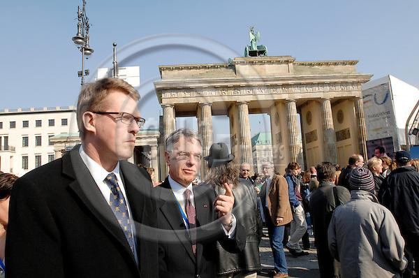BERLIN - GERMANY 25. 3. 2007 -- Finland's Prime Minister Matti Vanhanen with embassador Ren? Nyberg in front of the Brandenburger Gate in Berlin -- PHOTO: GORM K. GAARE / EUP- IMAGES