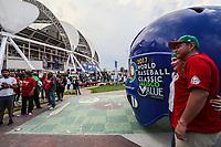 Aspectos del partido Mexico vs Italia, durante Cl&aacute;sico Mundial de Beisbol en el Estadio de Charros de Jalisco.<br /> Guadalajara Jalisco a 9 Marzo 2017 <br /> Luis Gutierrez/NortePhoto.com .Casco con logotipo del Cl&aacute;sico Mundial del Beisbol 2017 en Jalisco
