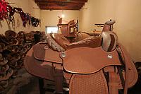Artesan'a Sonoence<br /><br />¬Talabarter'a la Industria¬ vende sus artesan'as en Sonora, Chihuahua, Mexicali, y Tijuana como los principales puntos de venta