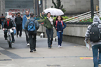 SÃO PAULO, SP - 05.09.2013: CLIMA TEMPO SP -  A Av Paulista região central de São Paulo amanhece com garoa e termômetros marcando 16º nesta quinta-feira (05). (Foto: Marcelo Brammer/Brazil Photo Press)