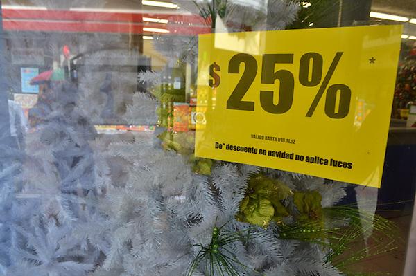 Tiendas del Conde Peatonal, las cuales presentan pocas decoraciones navideñas en relación a otros años..Foto: Ariel Díaz-Alejo/acento.com.do.Fecha: 19/11/2012.
