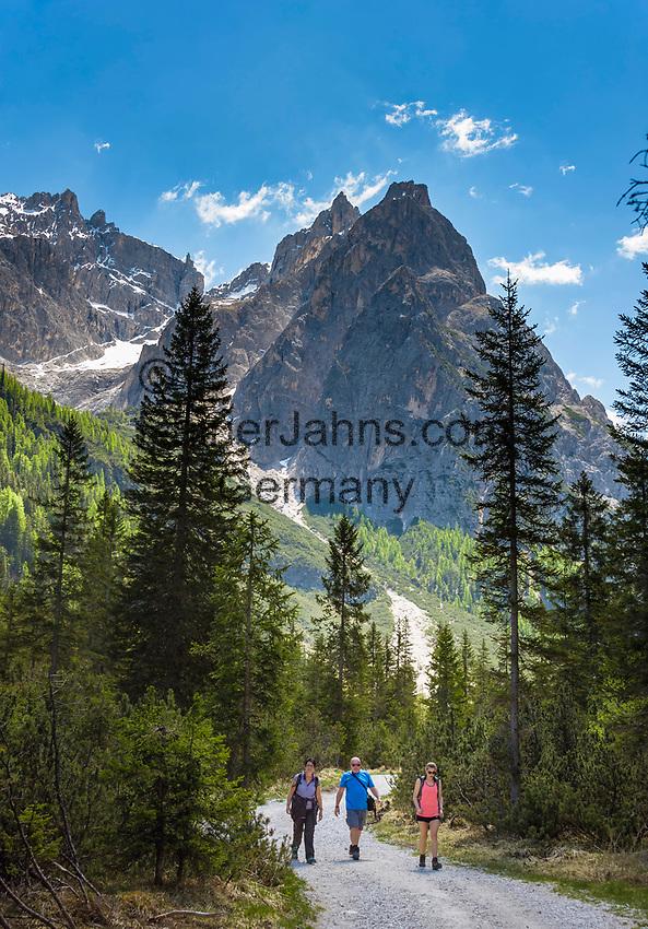 Italy, South Tyrol (Trentino - Alto Adige), near Sexten, district Moos: the picturesque Fischleintal (Val Fiscalina) at Drei Zinnen Nature Park (Parco Naturale Tre Cime), side valley of Sexten Valley (Valle di Sesto) - and Sexten Dolomites (Dolomiti di Sesto) La meridiana di Sesto with summit Elferkofel (Cima Undici) | Italien, Suedtirol, bei Sexten, Ortsteil Moos: das malerische Fischleintal im Naturpark Drei Zinnen - ein Nebental des Sextentals - vor den Gipfeln der Sextener Sonnenuhr mit dem Elferkofel, Wanderweg zur Talschlusshuette