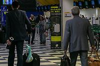 SÃO PAULO, SP, 24.04.2019: AEROPORTO DE CONGONHAS -SP- Verificação de bagagem de mão no aeroporto de Congonhas, na zona Sul da capital Paulista, nesta quarta-feira(24). (Foto: Marivaldo Oliveira/Código19)