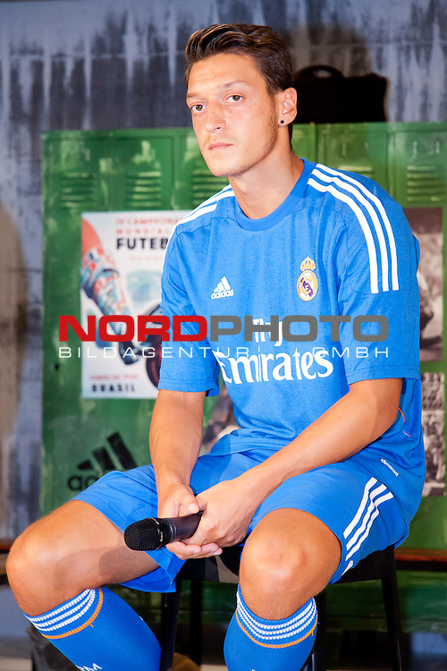 Presentation of the second Real Madrid Kit for the season 2013-2014. July 25, 2013. Foto &not;&copy; nph / Adrian P. Rincon)<br /> Mesut &sbquo;ą&ouml;?zil *** Local Caption ***