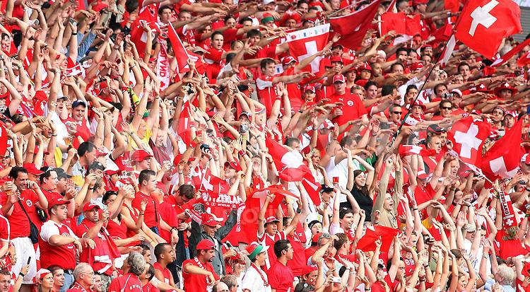 Fussball WM 2006  Gruppenspiel  Vorrunde Togo - Schweiz Schweizer Fans machen Stimmung
