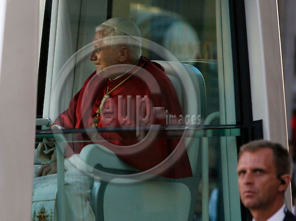 MUNICH - GERMANY  - 9  SEPTEMBER - The Pope Benedikt XVI after the mass on the Maria Platz in Munich  - PHOTO: UFFE Noejgaard/ EUP-IMAGES