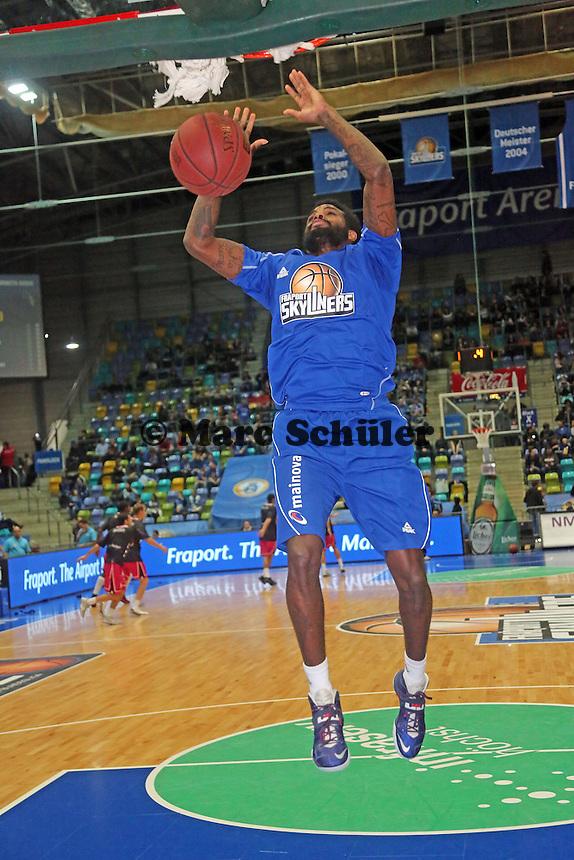 Dunking von Neuzugang Ramon Galloway (Skyliners) - Fraport Skyliners vs. Telekom Baskets Bonn, Fraport Arena Frankfurt