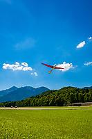 Ddeutschland, Bayern, Chiemgau, Unterwoessen: Deutschen Alpensegelflugschule Unterwoessen - DASSU - Windenstart   Germany, Bavaria, Chiemgau, Unterwoessen: German Gliding School Unterwoessen - DASSU - winch lauch