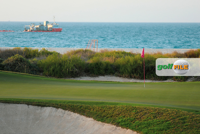 General view of the 17th green during previews Fatima Bint Mubarak Ladies Open played at Saadiyat Beach Golf Club, Abu Dhabi, UAE. 09/01/2019<br /> Picture: Golffile | Phil Inglis<br /> <br /> All photo usage must carry mandatory copyright credit (&copy; Golffile | Phil Inglis)