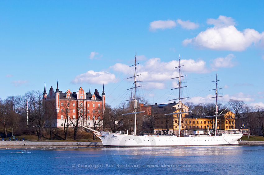 The three mast ship Af Chapman now moored anchored at Skeppsholmen and used as a youth hostel on Strommen Stockholms Strom water with the 17th century AMIRALITETSHUSET House of the Admiralty Stockholm, Sweden, Sverige, Europe
