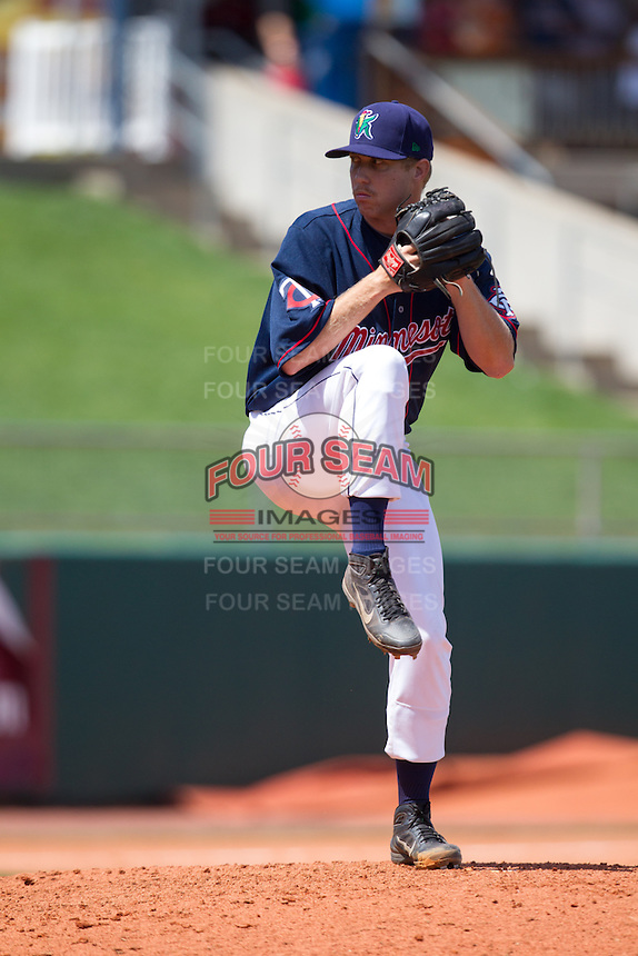 Cedar Rapids Kernels pitcher David Hurlbut #45 pitches during a game against the Lansing Lugnuts at Veterans Memorial Stadium on April 30, 2013 in Cedar Rapids, Iowa. (Brace Hemmelgarn/Four Seam Images)