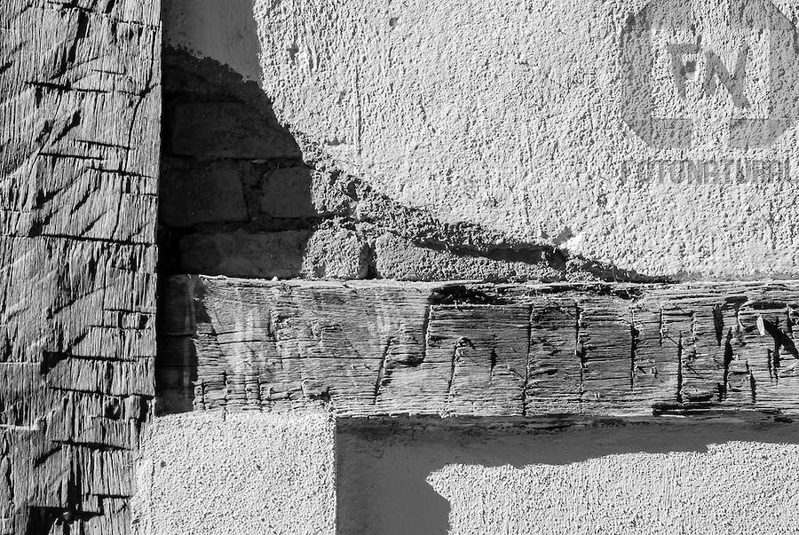 Detalhe da parede da casa da Dona Ecila | Detail of the wall of the Lady Ecila's house<br /> <br /> LOCAL: Nova Ven&eacute;cia, Esp&iacute;rito Santo, Brasil<br /> DATE: 05/2007<br /> &copy;Pal&ecirc; Zuppani