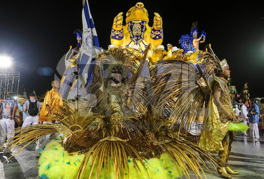 SAO PAULO, SP, 08 FEVEREIRO 2013 - CARNAVAL SP - ACADEMICOS DO TATUAPE - Integrantes da escola de samba Acadêmicos do Tatuape durante desfile no primeiro dia do Grupo Especial no Sambódromo do Anhembi na região norte da capital paulista, nesta sexta-feira, 08. (FOTO: VANESSA CARVALHO/ BRAZIL PHOTO PRESS).