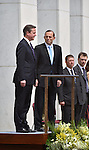 AUSTRALIA, Canberra : David Cameron Prime Minister of the United Kingdom (L) and Australian Prime Minister Tony Abbott (R) stand on the dias during the ceremonial welcome on the forecourt of Parliament House in Canberra on November 14, 2014. AFP PHOTO / MARK GRAHAM